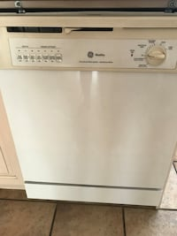 DISHWASHER in extremely good condition !!  Montreal