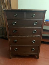 Antique dresser 5 draw Browns Mills, 08015