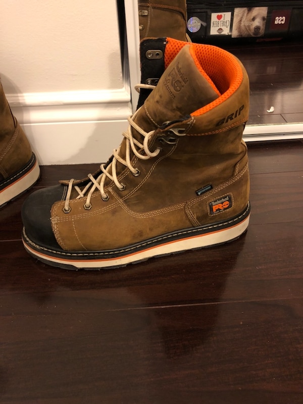 pair of brown leather work boots 448e9437-0688-4ac9-8a7f-a7672405f872