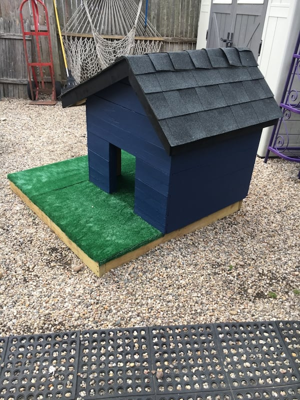 Outdoor dog house 0