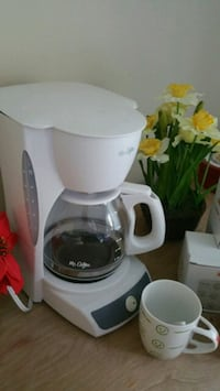 Coffee Maker with 5 Coffee mugs  Greensboro, 27409