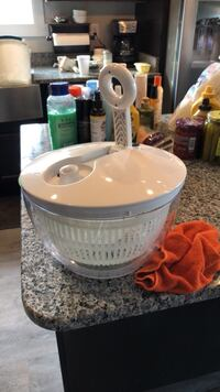 Pampered Chef Salad shooter, never used New Oxford, 17350
