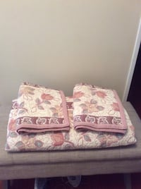 Double Comforter Set comes with two shames all Bra Brampton, L6S 4V1
