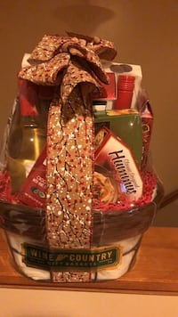 Wine and country's brand new unopened wine basket 912 mi