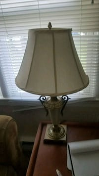 brown and white table lamp Myersville, 21773
