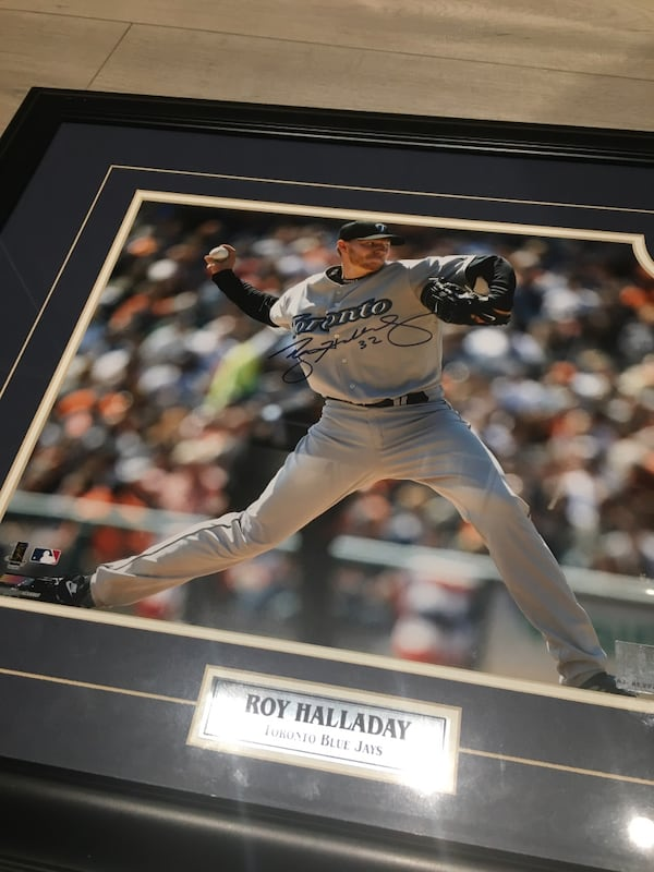 Roy Halladay autographed picture frame. 51096532-be6e-4d1b-8aa0-3db911c76250