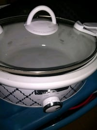Crock pot. Great size for cheese dips 2284 mi