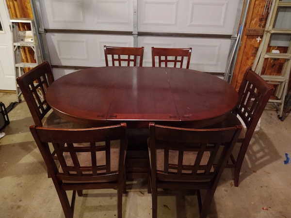 Table with six chairs 8119a027-51c0-494e-b090-f85af17aa0c6