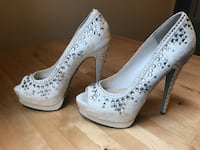 Pair of white lace platform stilettos 951 mi
