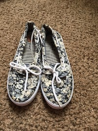 Women's pair of white-and-gray floral boat shoes new Los Angeles, 91335