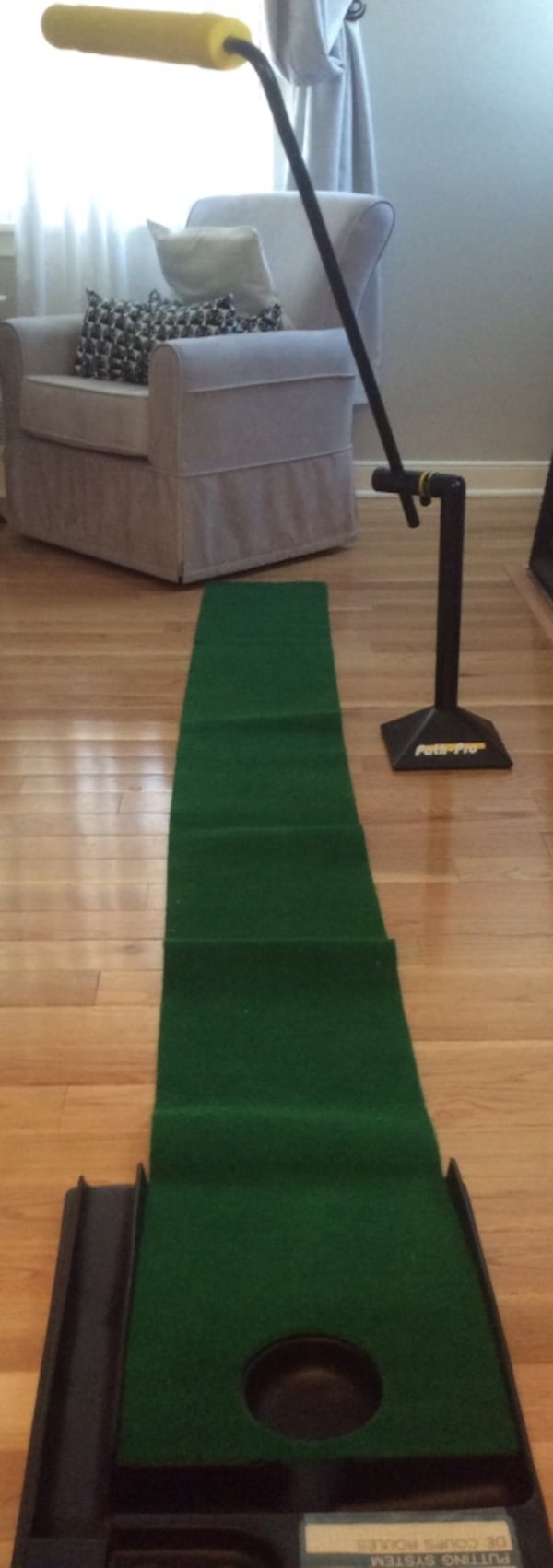 Golf putt putt practice anywhere! Great condition, used once, works great. Pickup in Falls Church . 81442954-c3d5-4363-a43f-825981d1eee7
