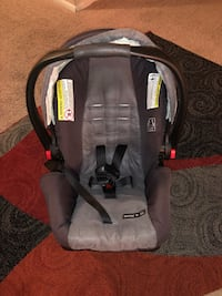 baby's gray and black car seat carrier Alexandria, 22303