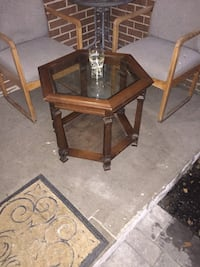 In great condition wooden side table. Mississauga