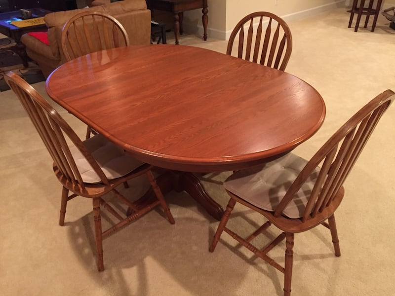 Havertys Dining set. Original price is over $2k. Like new! Solid Oak! fa4924a5-395d-4d81-a7ea-2e7f05242f3d