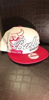 Grey and Red Bull's snapback cap New York, 11373