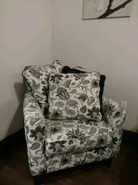 Black and white paisley accent chair w/ 3 pillows Aurora, 80045