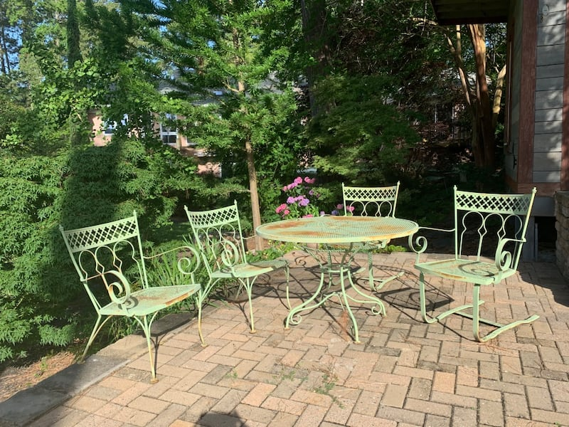 Vintage wrought iron patio outdoor table n 4 chairs 50+ yrs old. 8ced66ed-cf3b-4ed2-a6b2-b83a73f73ee2
