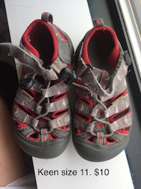 pair of black-and-red sandals Chevy Chase, 20815