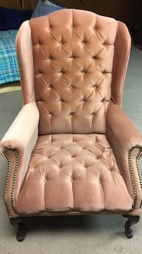 Mauve tufted fabric sofa chair North Chesterfield, 23236