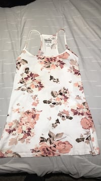 white and red floral spaghetti strap dress London, N5V 2C4