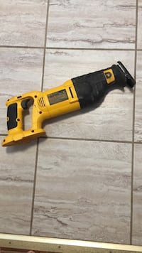 DeWalt 18V reciprocating saw (tool only 列治文, V7A 3R5