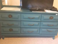 Refurbished dresser Duncan, V9L 5R4