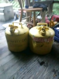 Metal gas cans 33 km