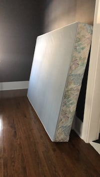 Queen size boxspring 574 km