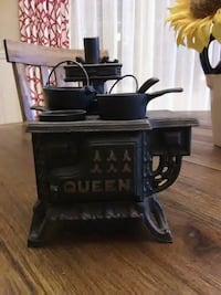 "Miniture Antique cast iron ""Queen"" oven.  Rincon, 31326"