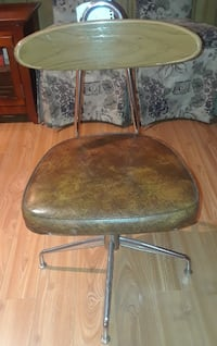 DESK CHAIR  31 INCHES HEIGHT 17 INCHES LENGTH 17 INCHES WIDTH  PICKED  Montreal