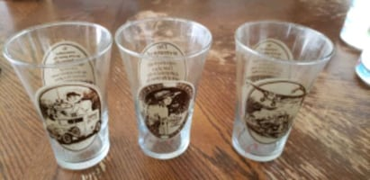 vintage set of 3 mothers pizza glasses