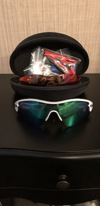 Authentic Oakley Sports glasses w/2 spare lens and a case