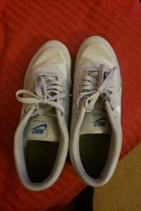 pair of white Nike low-top sneakers Gaithersburg, 20877