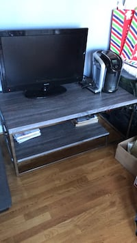 Tv stand matching end table comes with it  Glen Allen