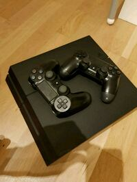 PS4 with 2 controller, stand and fifa17 Bærum, 1366