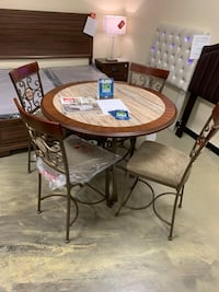 Dining table set with chairs new in box Jacksonville, 32216