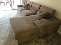 Comfortable sectional sofa in new condition  Alexandria, 22314