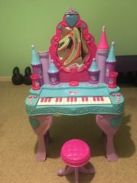 toddler's pink and purple vanity table Martinsburg, 25404