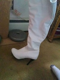 knee high white boots new Allentown, 18102