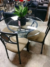 round glass top table with four chairs dining set Indianapolis, 46219