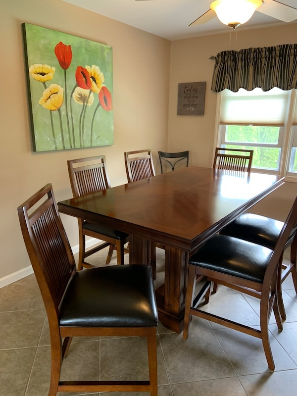 Dining room table with 6 chairs, leaf and table pads
