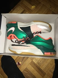 green-and-white Nike basketball shoes with box Toronto, M1E 4Z7