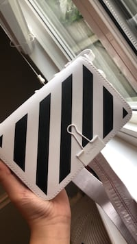 Off white shoulder bag Langley, V1M 1M5