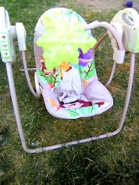 baby's white and green swing chair Modesto, 95351