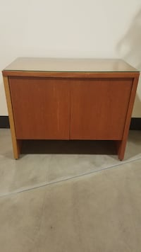 Credenza - wooden/glass top null