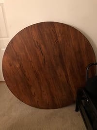 round brown wooden table with chairs Alexandria, 22304