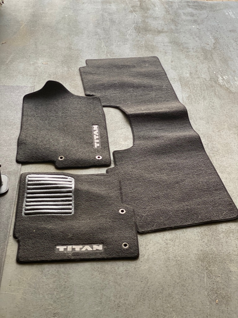 Photo Nissan Titan rug floor mats