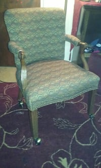 Arm chair on casters