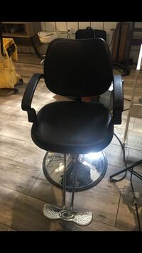 black leather padded rolling chair Indio, 92201