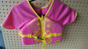girl's  pink and yellow top